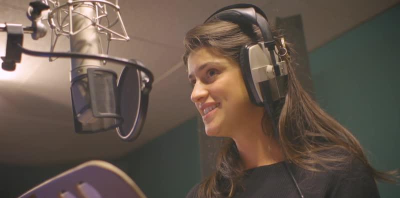Аня Чалотра в студии звукозаписи